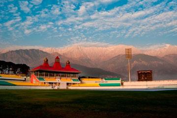 Amritsar to Dharamshala Taxi Rental